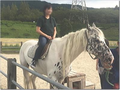 マジ馬乗りw初の乗馬体験に熱意家3姉妹は超笑顔☆でもゲリラ豪雨に!!でもラブラブに〜♪(笑)inもーもーらんど
