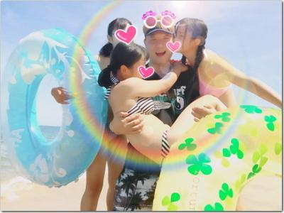 最高の誕生日プレゼント☆海でビキニ姿の美女3姉妹とたわむれるシングルパパの写真だと!?もういつ死んでもいいくらい(笑)幸せじゃ〜っ!!